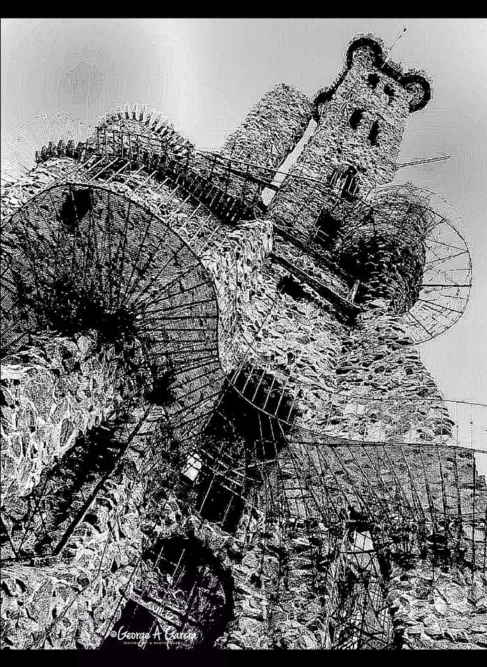 Name:  Tower in B&W.jpg